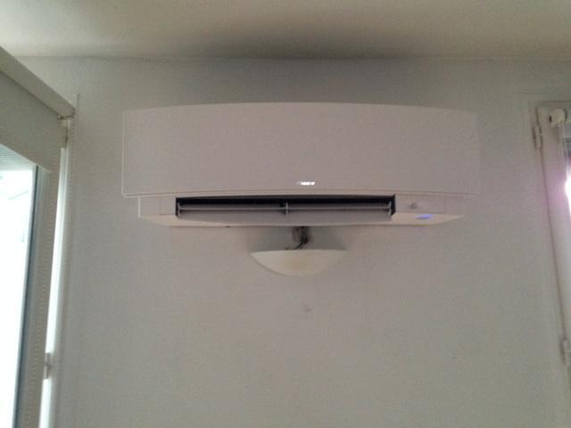 Pose d'un climatiseur quadrisplit + 2 splits Daikin Emura design
