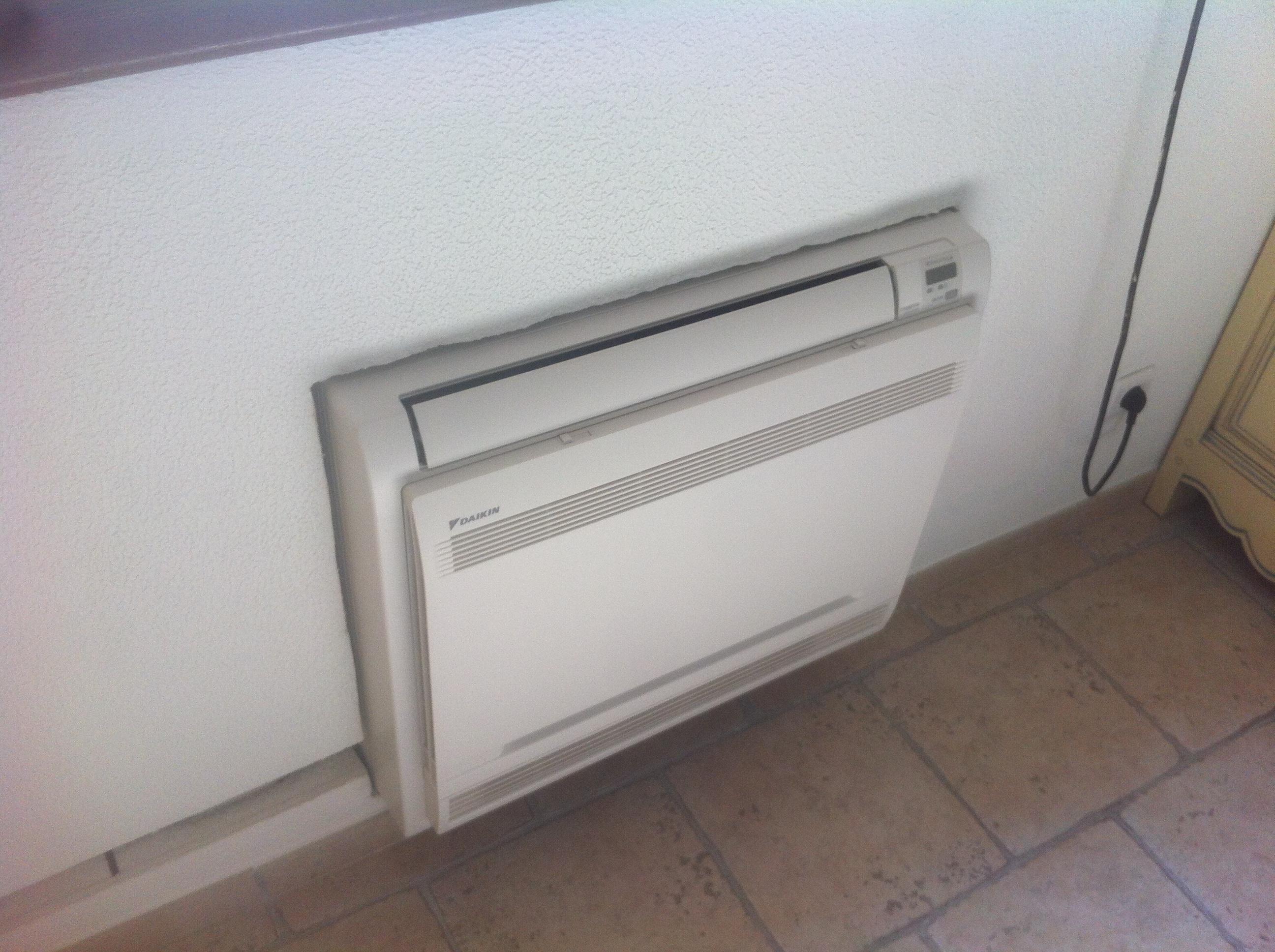 Pose d'un climatiseur Console au sol DAIKIN Dans le VAR (83)